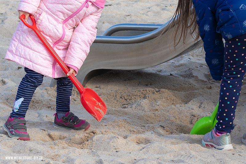 Im Sand nach dem Schatz graben, meinestube-diy